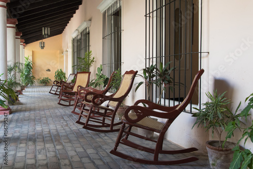 Cuadros en Lienzo Cuban Central backyard typical of old Spanish colonial house