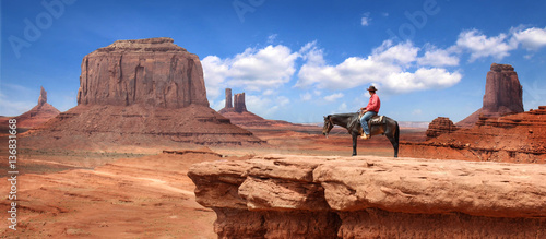 Poster de jardin Vache Monument Valley with Horseback rider / Utah - USA
