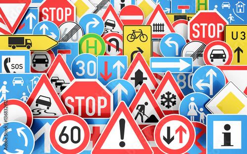 Fotografía  Hintergrund mit vielen unterschiedlichen Verkehrsschildern, 3D Rendering