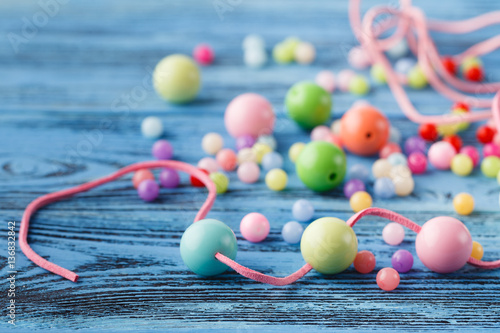 Fotografía  Art of jewerly hobby. Making of beads from few colored balls
