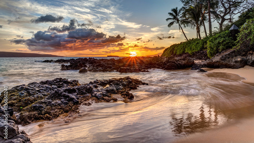 Fototapeta a dramatic sunset on the tropical island of Maui, Hawaii from secret cove
