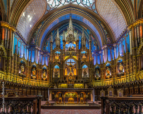 Stampa su Tela  The spectacular architecture, design and details of Notre Dame Basilica in Montr