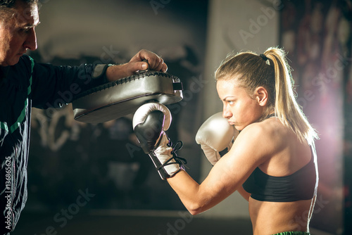 Tuinposter Vechtsport Kickboxing female training