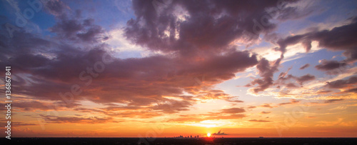 Foto op Plexiglas Zonsondergang Sunset over the city