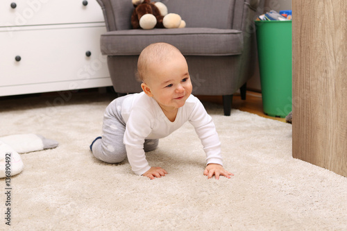 Fototapeta Baby crawling obraz na płótnie