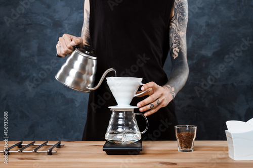 Photographie Male barista brewing coffee. Alternative method pour over.