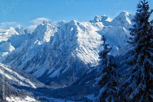 landschaft-im-skigebiet-davos-klosters