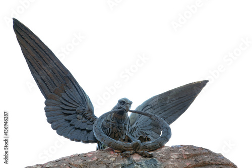 Photo  Statue of eagle carrying a circle in his beak