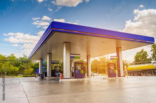 Obraz na płótnie Gas station with sun light