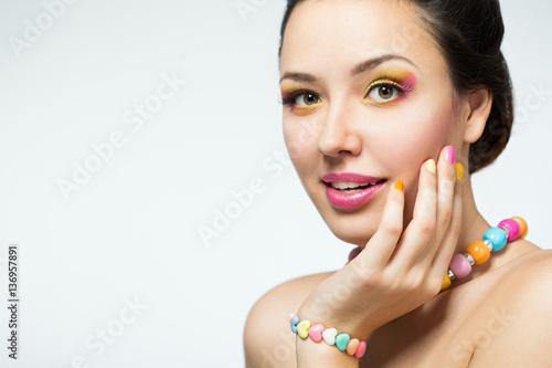 Foto op Plexiglas Beauty girl with bright make-up