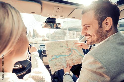 Plakat Szczęśliwi potomstwa dobierają się podróżować samochodem na wakacje