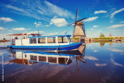 Staande foto Rotterdam Traditional Dutch windmills from the channel Rotterdam. Boat tha