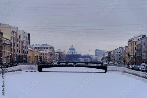 Photo  A winter view of a bridge across Fontanka river in Saint Petersburg Russian Fede