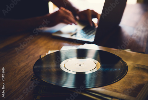 Fotografering  Vinyl record and a collection of albums