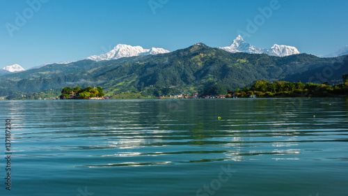 Staande foto Nepal The Machapuchare and Annapurna range seen from Phewa Lake in Pokhara, Nepal