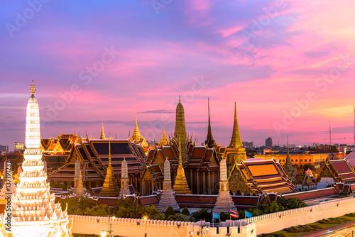 In de dag Bangkok Grand palace and Wat phra keaw at sunset bangkok, Thailand