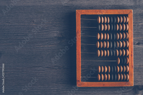 Photo Old wooden abacus on dark background