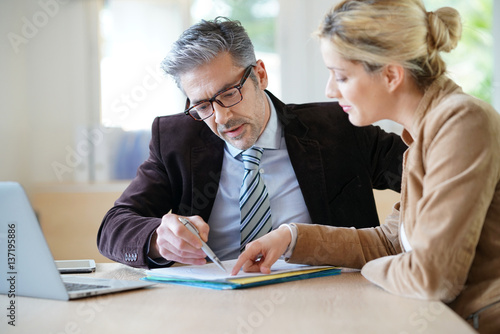 Wallpaper Mural Woman meeting notary for advice