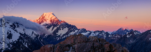 Foto auf Gartenposter Gebirge Panoramic view of Mt Cook mountain range at colorful sunset, NZ