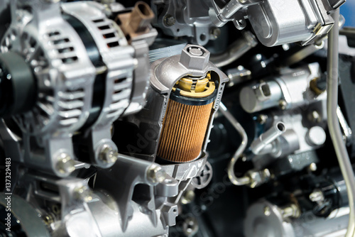 Fotografía  Engine oil filter cross section display inside machine motor in car