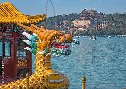 Papiers peints Pékin Dragon boat on the Kunming Lake, Beijing, China