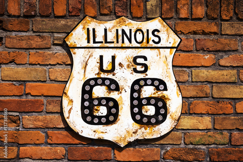 Papiers peints Route 66 Rusty Route 66 Road Sign in a brick wall in the State of Illinois, USA