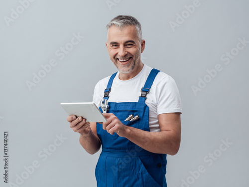 Repairman connecting with a tablet