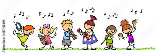 grupa-dzieci-grajaca-na-instrumentach