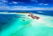 canvas print picture - Panorama einer Insel auf den Malediven im Süd Ari Atoll mit türkisem Wasser