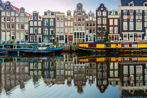 Foto op Aluminium Amsterdam Amsterdam. City Canal at dawn.