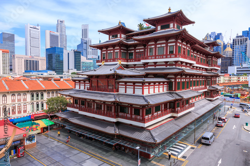 Deurstickers Temple Singapore - December 4, 2016 : Buddha Tooth Relic Temple, located in China Town. The temple is build with Tang Dynasty style.