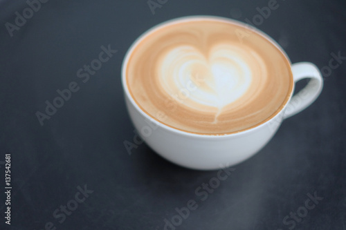 Photographie Vintage latte art coffee. Heart shape latter art in white cup