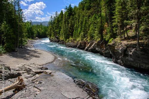 Valokuva  Middle Fork Flathead River in Glacier National Park, Montana US