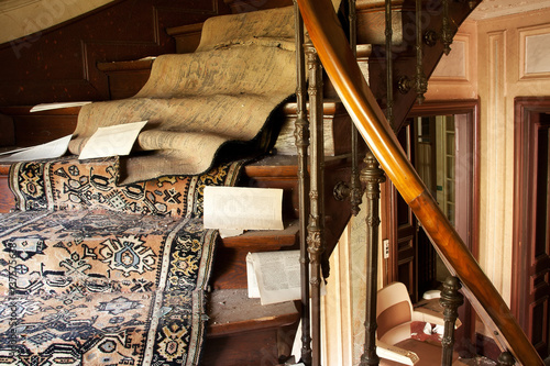 Fotografie, Obraz  Abandoned house with ransacked household
