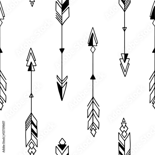 Foto auf AluDibond Boho-Stil Seamless hand drawn geometric tribal pattern with arrows. Vector navajo design.