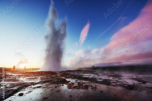 Obraz na płótnie Fantastic sunset Strokkur geyser eruption in Iceland