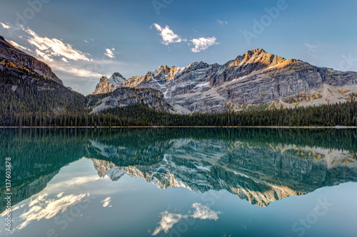 Foto auf Gartenposter Wasserfalle Calm and quiet morning in the wilderness of the stunning Lake Ohara in the heart of the Canadian Rockies, Yoho National Park, British Columbia.