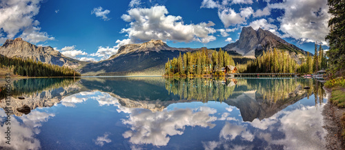 Foto op Canvas Canada 180 degree panorama of Emerald Lake in Yoho National Park, British Columbia, Canada.