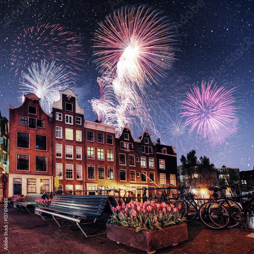 Photo  Beautiful calm night view of Amsterdam city. Colorful fireworks