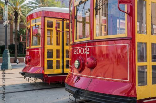 Papiers peints Lieux connus d Amérique Close-up of Two New Orleans Streetcars