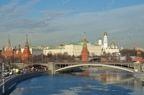 Spoed Foto op Canvas Moskou Winter view of the Kremlin, Big Stone bridge and the Moscow river, Moscow, Russia