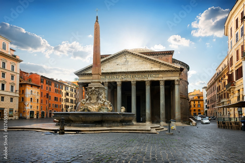 Pantheon on piazza