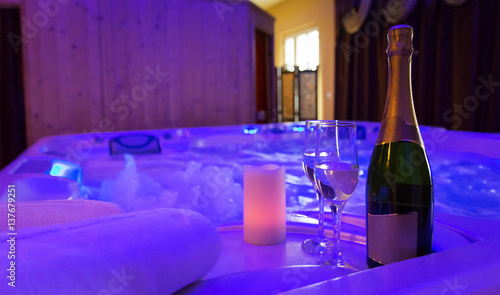 Foto op Canvas Alcohol Jacuzzi, champagne and candle light