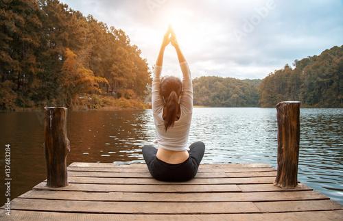 Foto  Woman do yoga outdoor