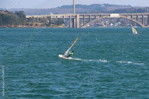Véliplanchiste dans la rade de Brest