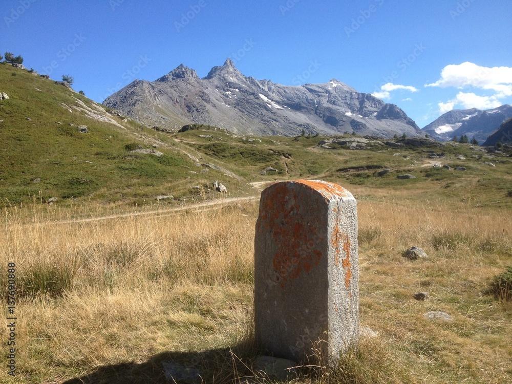 Grabstein der alten italienisch-französischen Grenze Poster, Plakat ...