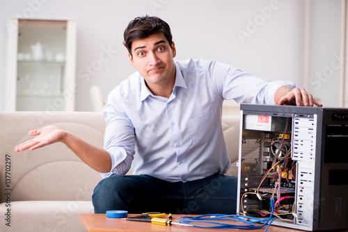 Fototapety, obrazy: Frustrated man with broken pc computer