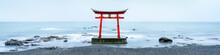 Japanisches Torii Im Meer
