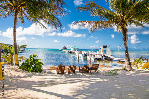 Photo Beautiful  caribbean sight with turquoise water in Caye Caulker, Belize