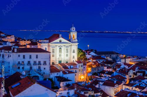 Photo  Vista de Alfama anoitecer em Lisboa